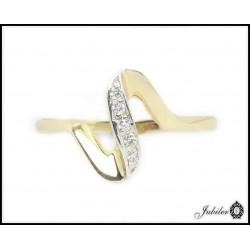 Złoty pierścionek zdobiony cyrkoniami (24797)