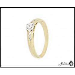 Złoty pierścionek zdobiony cyrkoniami (31385)