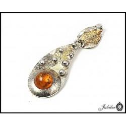 Piękna srebrna zawieszka z naturalnym bursztynem