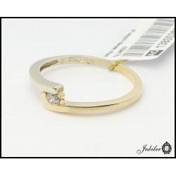 Złoty pierścionek z brylantem (1380026308)