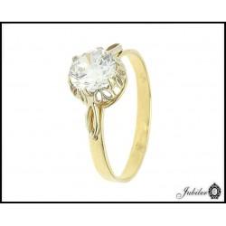 Złoty pierścionek zdobiony cyrkonią