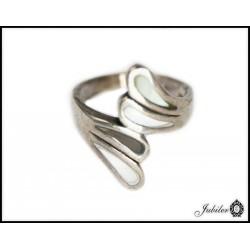 Srebrny pierścionek z masą perłową 925 8425484879